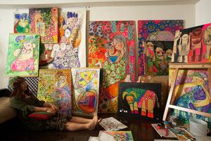 Profile - 世界中に笑顔を広げるアーティスト RIE