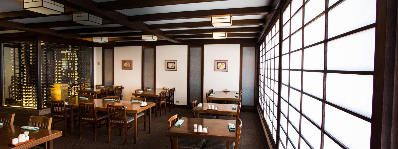 Restaurant Suntory | レストラン・サントリー | ハワイ・ワイキキ - Authentic Japanese dishes, from shabu-shabu to sushi, tenppanyaki and elegant kaiseki dinners.