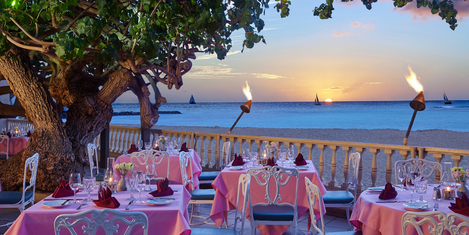 Hau Tree Lanai Restaurant at New Otani Kaimana Beach Hotel