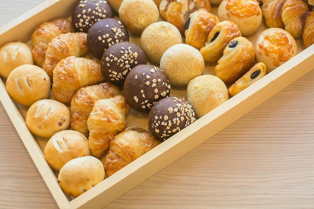 たくさんの種類のパンの数々